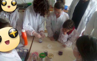 Stage de chimie du quotidien, où l'on explore en toute sécurité la fabrication de pâtes amusantes (slime, pâte à modeler, porcelaine froide...)