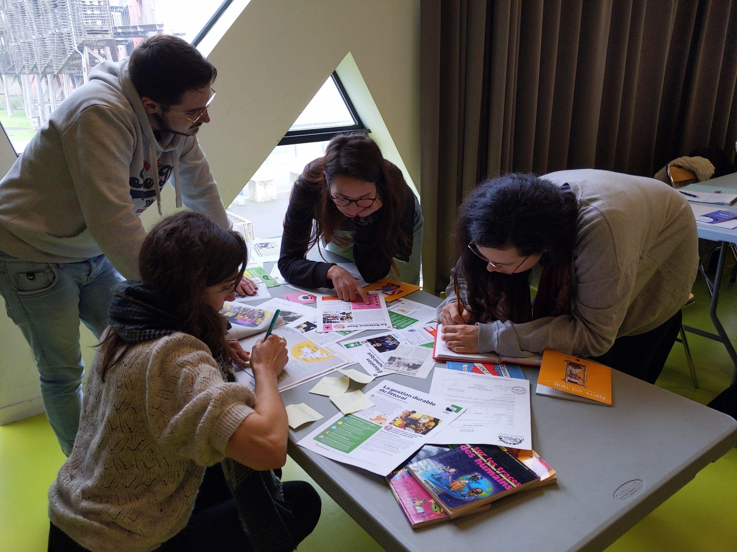 Formation de bénévoles et militant.e.s : malles pédagogiques, numérique et pédagogiques actives